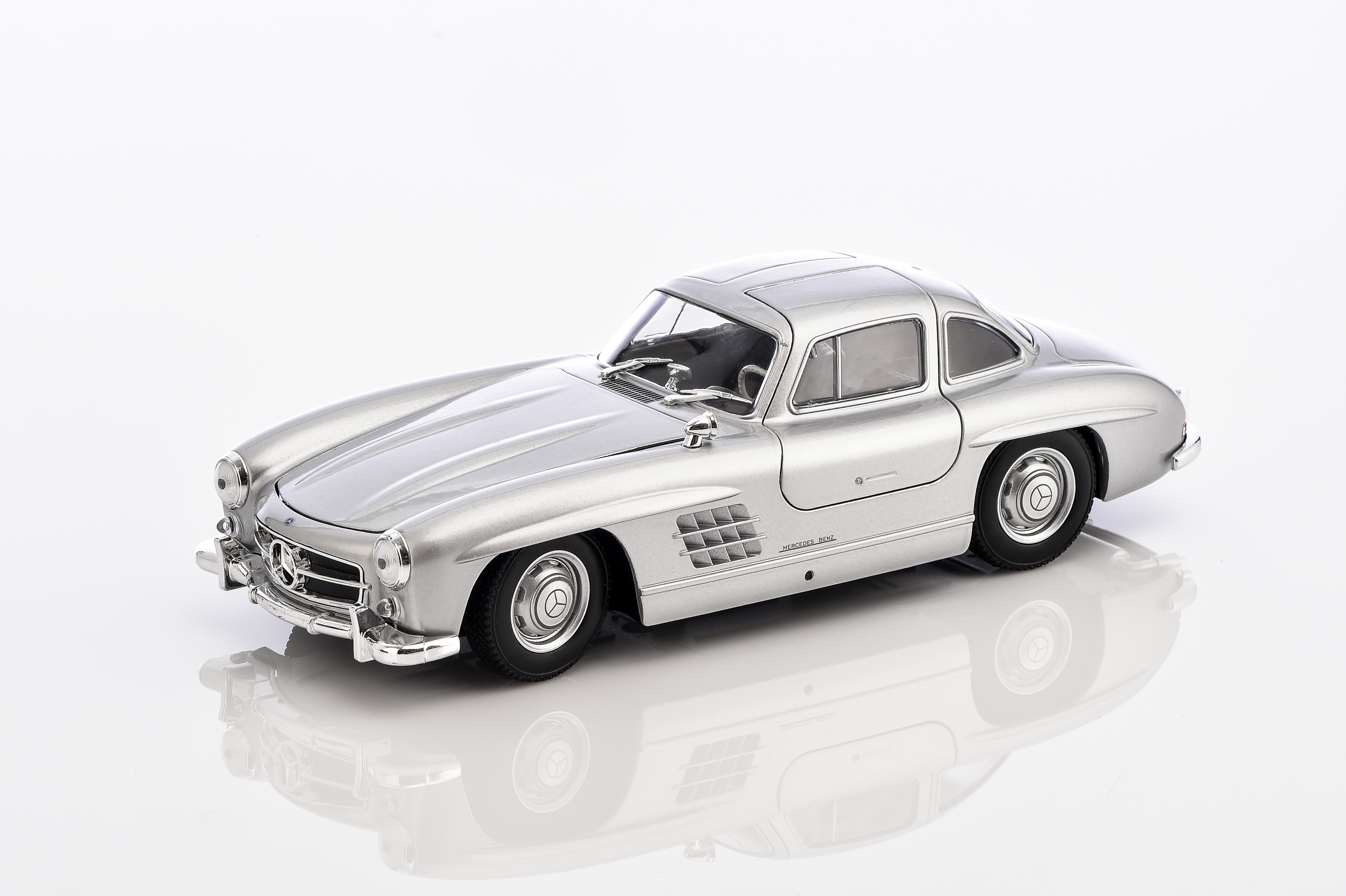 mercedes benz 300 sl w 198 silver 1 24 mercedes benz. Black Bedroom Furniture Sets. Home Design Ideas
