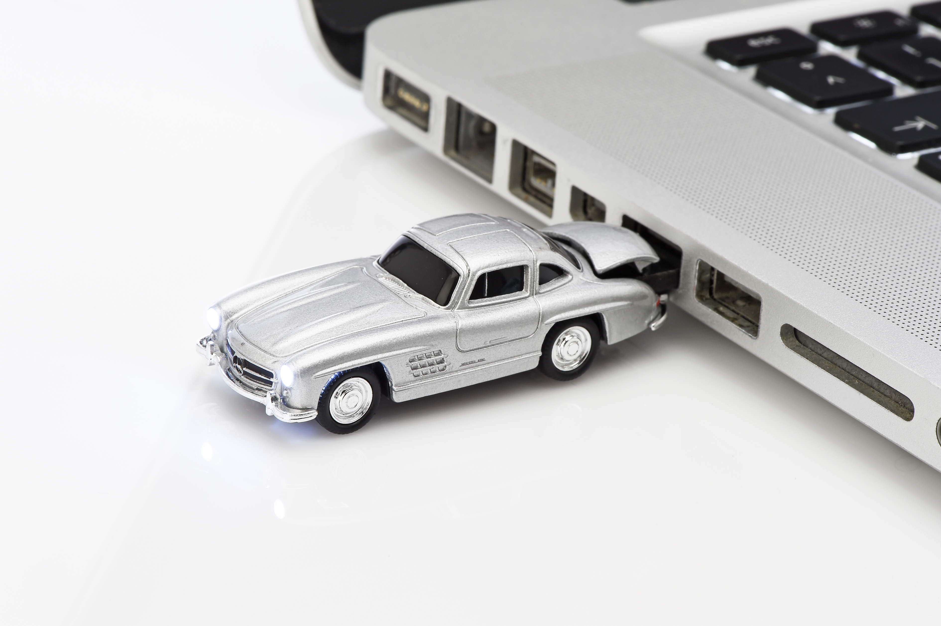 mercedes benz usb stick jetzt online bestellen mercedes. Black Bedroom Furniture Sets. Home Design Ideas